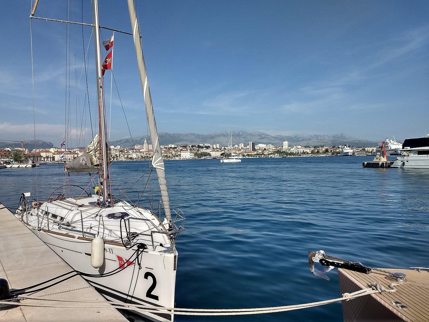 Fest vertäut im Stadthafen von Split, ein kurzer Besuch beim eindrucksvollen Palast des Diokletian und ein Eis oder ein Burek winken